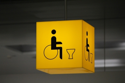 A signage for an accessible toilet/ disabled toilet | Photo credit: PIX1861, pixabay.com