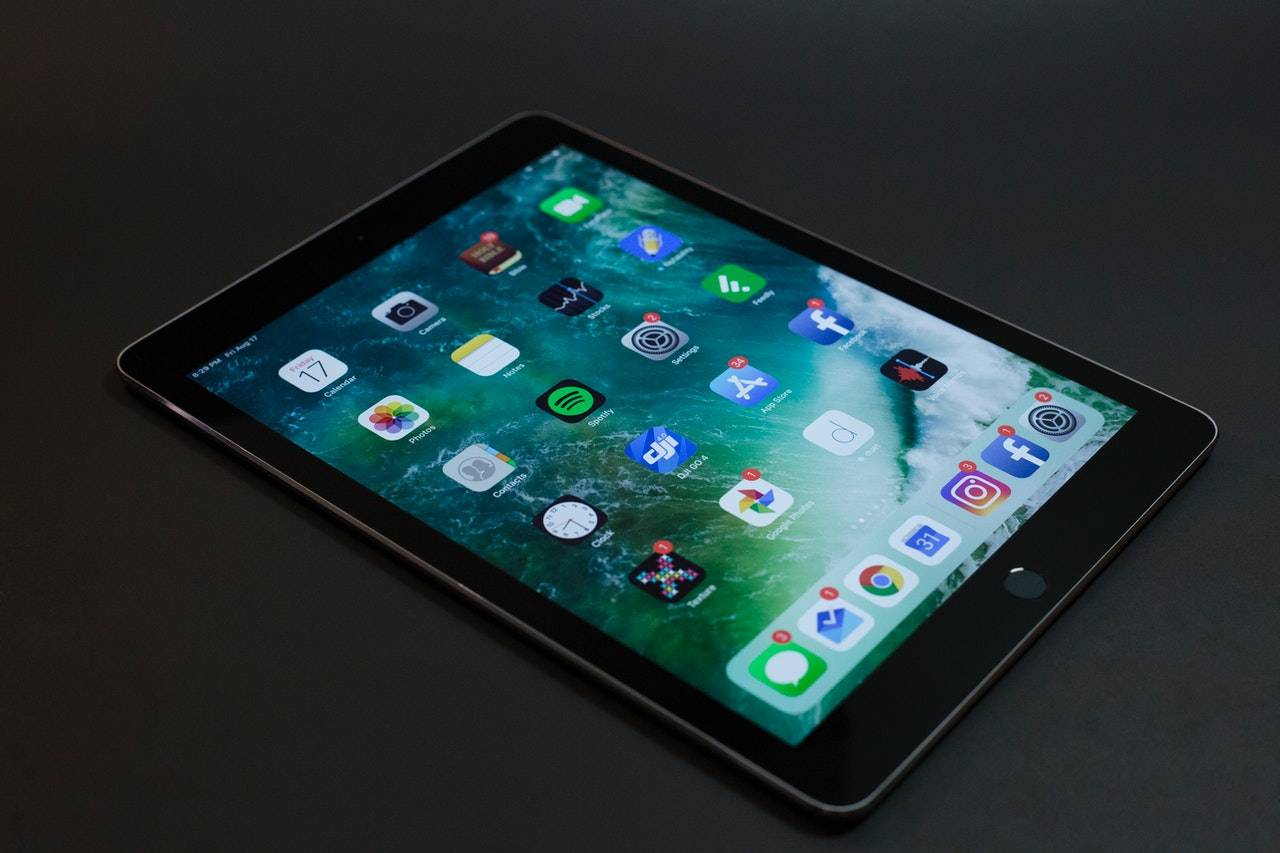 an iPad that is switched on | photo credit: Josh Sorenson via Pexels.com