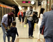 People wearing face covering at a station during coronavirus | Photo credit: Alexander Hood via Pixabay.com